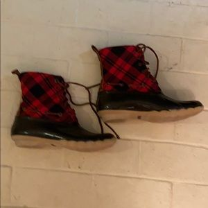 Sperry  Saltwater Duck Boots, red plaid, size 8
